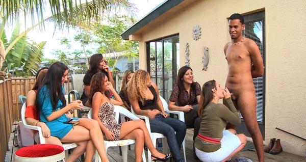 dressed-girls-jerking-naked-guy